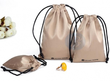 What is the role of wholesale drawstring pouch in the wedding?