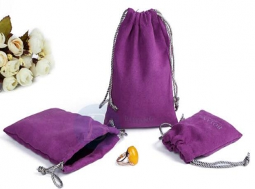 What materials are commonly used in life to make velvet bags?