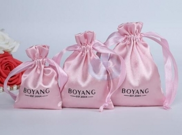 What are the characteristics of jewellery drawstring bags of different materials?